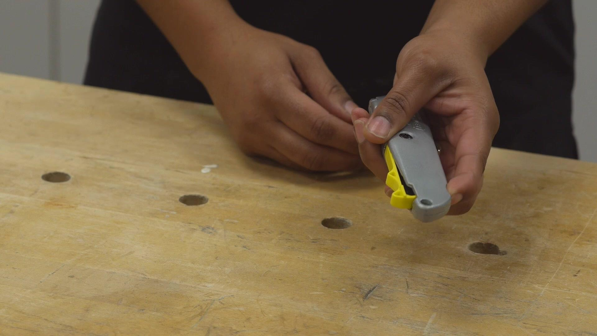 Retractable Utility Knife Features | STANLEY